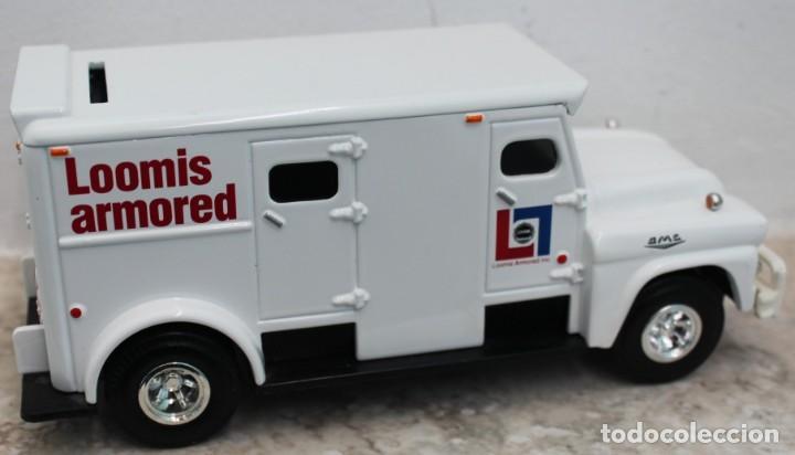 Coches a escala: Camión del dinero Loomis Armored. Marca Ertl Collectibles. - Foto 3 - 160572406