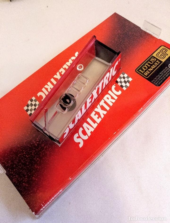 Coches a escala: Coche de scalextric Renault Lotus GP en caja expositora - Foto 7 - 174098828