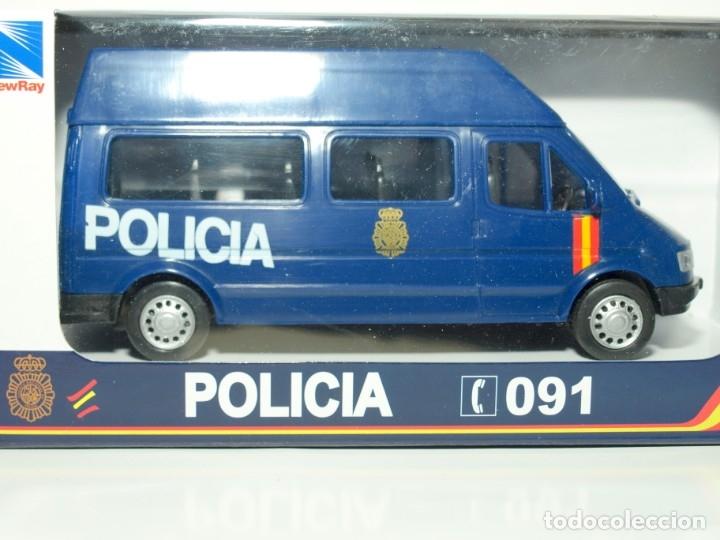Coches a escala: Furgón Ford Transit azul Policia Nacional escala 1/32 Cararama - Foto 3 - 56941065