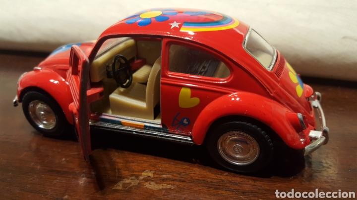 Coches a escala: Coche - Volkswagen classical beetle (1967) - Kinsmart - Escala 1:32 - Love Hippy - Foto 4 - 183566412
