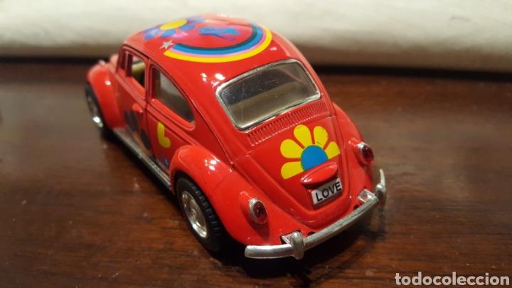 Coches a escala: Coche - Volkswagen classical beetle (1967) - Kinsmart - Escala 1:32 - Love Hippy - Foto 6 - 183566412