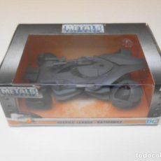 Coches a escala: COCHE BATMAN JUSTICE LEAGUE BATMOBILE 1/32 1:32 JADA CAR METAL DIE CAST ALFREEDOM. Lote 195192807