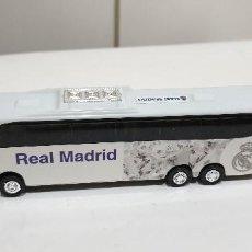 Coches a escala: AUTOBUS REAL MADRID VEHICULO PLÁSTICO. Lote 198744557