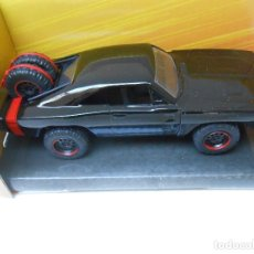 Auto in scala: 1:32 COCHE FAST & FURIOUS DOM DODGE CHARGER R/T NEGRO DOBLE RUEDA EN EL MALETERO CAR 1/32 ALFREEDOM. Lote 224598932