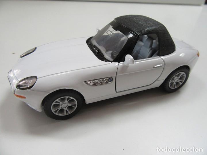 BMW Z8 CABRIOLET BLANCO Y NEGRO - KINSMART ESCALA 1:36 (Juguetes - Coches a Escala 1:32)