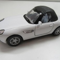 Coches a escala: BMW Z8 CABRIOLET BLANCO Y NEGRO - KINSMART ESCALA 1:36. Lote 224480860