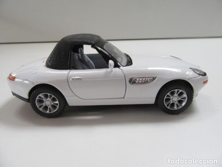 Coches a escala: BMW Z8 CABRIOLET BLANCO Y NEGRO - KINSMART ESCALA 1:36 - Foto 2 - 224480860