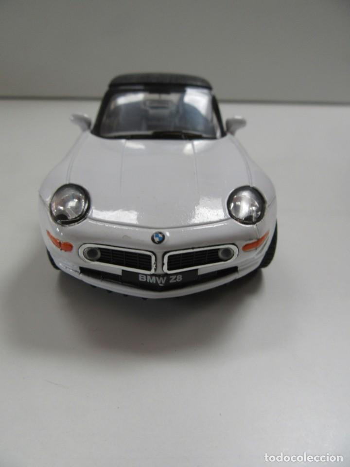 Coches a escala: BMW Z8 CABRIOLET BLANCO Y NEGRO - KINSMART ESCALA 1:36 - Foto 3 - 224480860