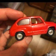Coches a escala: NACORAL CHIQUI CARS, SEAT 600 D REF 2005 DE LOS AÑOS 60 B.E. ROJO RARO. Lote 225501310