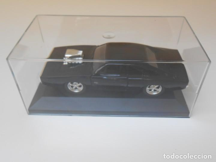 1:32 COCHE FAST & FURIOUS DOM DODGE CHARGER R/T MOTOR URNA METACRILATO CAR 1/32 (Juguetes - Coches a Escala 1:32)