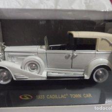 Coches a escala: RBA COCHE 1:32 CON LICENCIA EN CAJA 1933 CADILLAC TOWN CAR. Lote 242164115