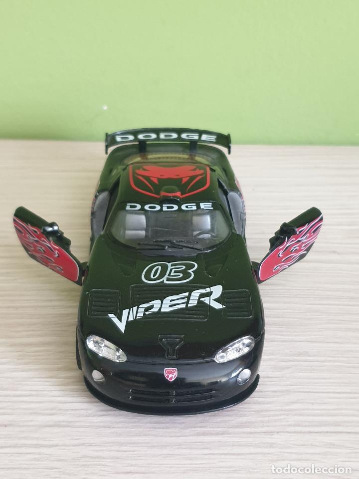 Coches a escala: Precioso Dodge Viper GTS-R. Escala 1/32 Fabricante Kinsmart, con muchos detalles en elacabado. - Foto 4 - 243386280