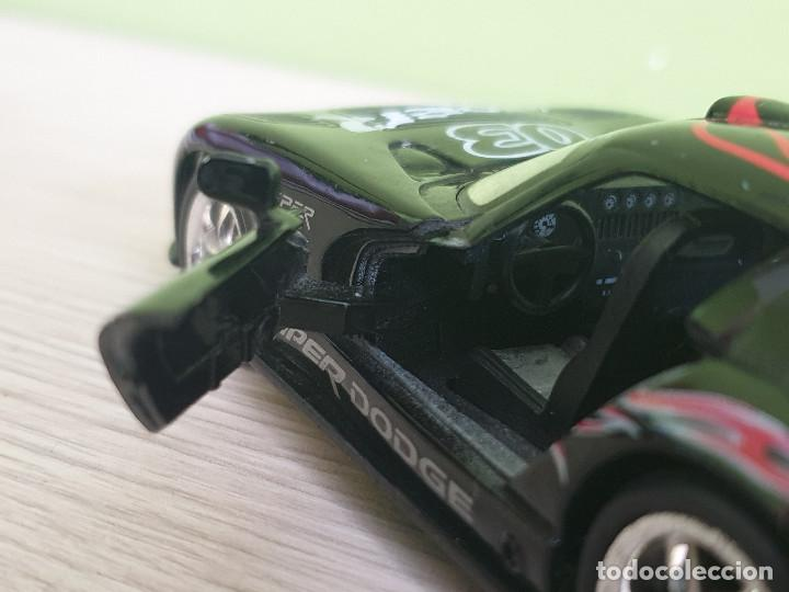 Coches a escala: Precioso Dodge Viper GTS-R. Escala 1/32 Fabricante Kinsmart, con muchos detalles en elacabado. - Foto 5 - 243386280