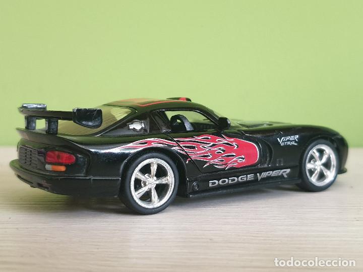 Coches a escala: Precioso Dodge Viper GTS-R. Escala 1/32 Fabricante Kinsmart, con muchos detalles en elacabado. - Foto 8 - 243386280