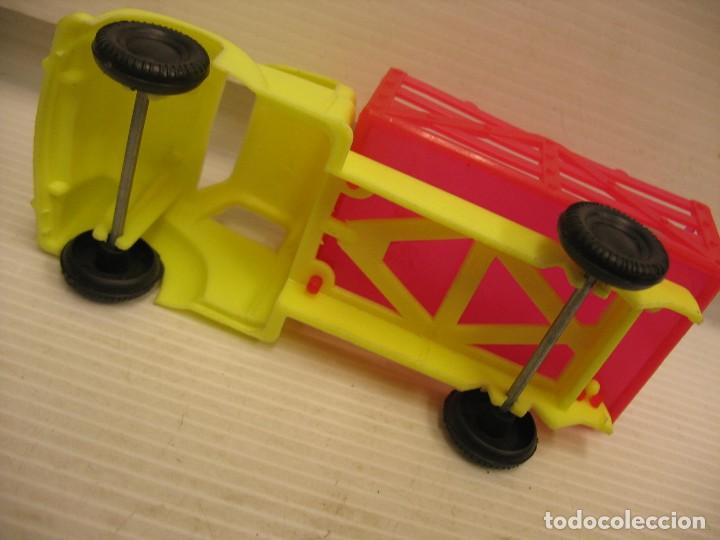 Coches a escala: coche y camion de plastico - Foto 5 - 275284003