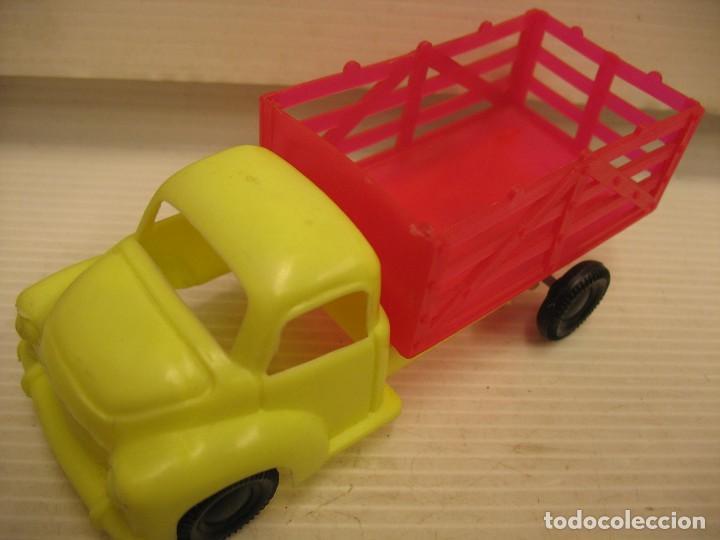 Coches a escala: coche y camion de plastico - Foto 6 - 275284003