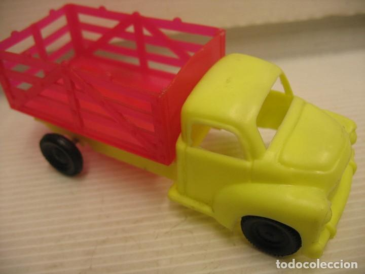 Coches a escala: coche y camion de plastico - Foto 7 - 275284003