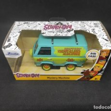 Coches a escala: MYSTERY MACHINE *SCOOBY DOO* 1/32. Lote 287455903