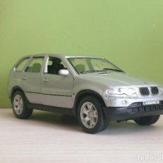 Coches a escala: BMW X5 CON PLATAFORMA PORTA COCHES 1:32 _ FABRICANTE WELLY.. Lote 293582153