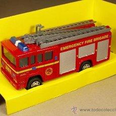 Coches a escala - Camión de BOMBEROS con escaleras - Emergency Fire Brigade - Husky de Corgi Escala 1/50 Nuevo en Caja - 22401296