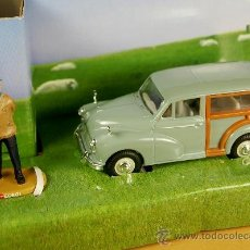 Coches a escala: HEARTBEAT - MORRIS MINOR TRAVELLER + FIGURE G.B. TV SERIES- CORGI 1/43 - NUEVO EN CAJA. Lote 32593821