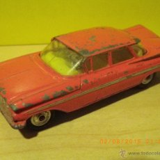 Coches a escala: COCHE METAL ORIGINAL ANTIGUO CORGI TOYS CHEVROLET IMPALA COLOR ROSA ORIGINAL (RARO) ESCALA 1/43. Lote 50585038