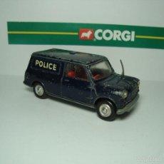 Coches a escala: MINI MORRIS AUSTIN MINIVAN POLICIA DE CORGI TOYS 1,43. Lote 26903404