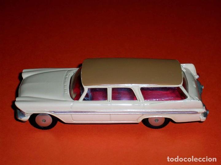 Coches a escala: Plymouth Sports Suburban ref. 219, metal esc. 1/43, Corgi Toys, original año 1960. - Foto 2 - 69974021