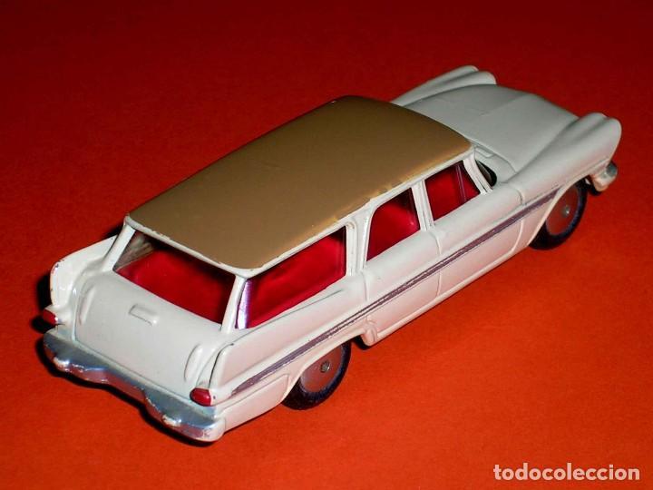 Coches a escala: Plymouth Sports Suburban ref. 219, metal esc. 1/43, Corgi Toys, original año 1960. - Foto 4 - 69974021