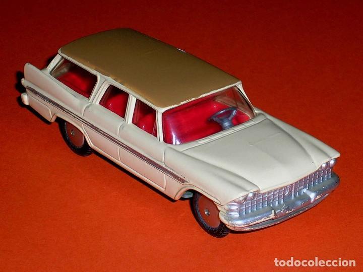 Coches a escala: Plymouth Sports Suburban ref. 219, metal esc. 1/43, Corgi Toys, original año 1960. - Foto 6 - 69974021