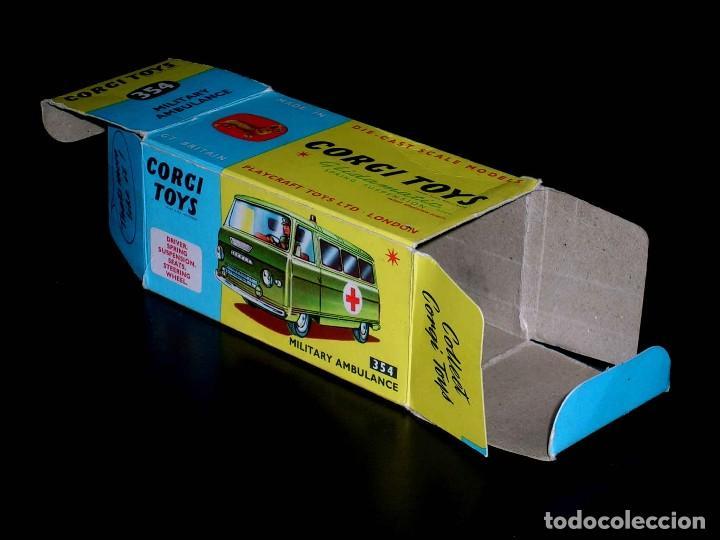 Coches a escala: Caja vacía empty box Commer Military Ambulance ref. 354, esc. 1/43, Corgi Toys. Original años 60. - Foto 3 - 87468188