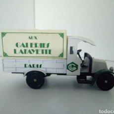 Coches a escala: CORGI CLASSICS AUX GALERIES LAFAYETTE. Lote 96683331