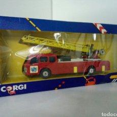 Coches a escala: CORGI FIRE ENGINE COCHE DE BOMBEROS CON GRAN ESCALERA MECANICA Y PATAS PARA FIJARSE EN LA TIERRA. Lote 96684387