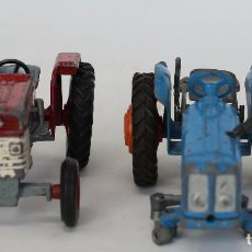 Coches a escala: 2 TRACTORES CORGI: MASSEY FERGUSON 169 Y FORDSON POWER MAJOR. Lote 107585867
