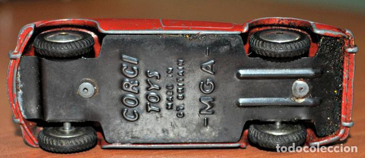 Coches a escala: ANTIGUO COCHE MGA DE CORGI TOYS. ESCALA 1/43 - Foto 3 - 112225255