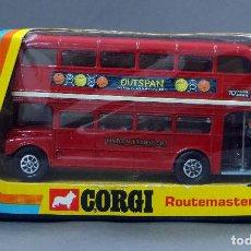 Coches a escala: AUTOBUS LONDON TRANSPORT CORGI ROUTEMASTER MADE GREAT BRITAIN CON CAJA 468 1/43 1973. Lote 120408987