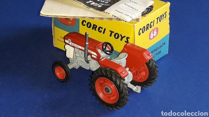 Coches a escala: Tractor Massey Ferguson 165 ref. 66, esc. 1/43, Corgi Toys. Original años 60. Caja original. - Foto 3 - 153743384