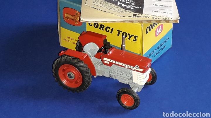 Coches a escala: Tractor Massey Ferguson 165 ref. 66, esc. 1/43, Corgi Toys. Original años 60. Caja original. - Foto 5 - 153743384