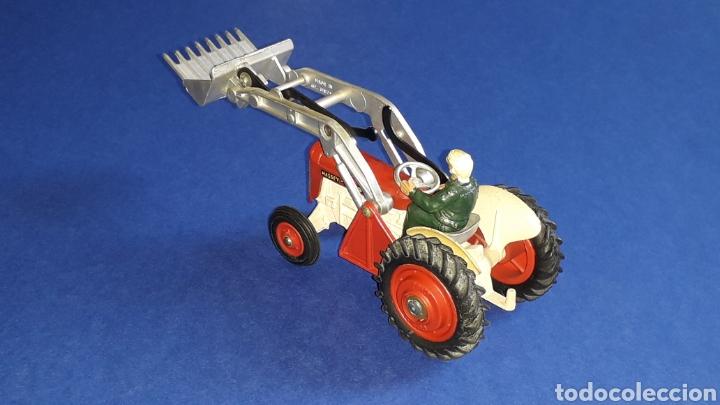 Coches a escala: Tractor Massey Ferguson 65 Shovel ref. 53, esc. 1/43, Corgi Toys. Original años 50-60. - Foto 4 - 153744142
