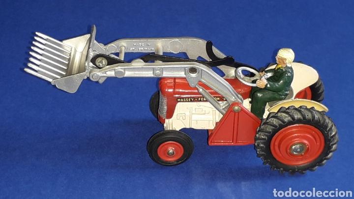 Coches a escala: Tractor Massey Ferguson 65 Shovel ref. 53, esc. 1/43, Corgi Toys. Original años 50-60. - Foto 5 - 153744142