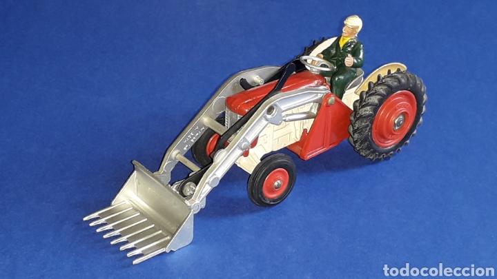 Coches a escala: Tractor Massey Ferguson 65 Shovel ref. 53, esc. 1/43, Corgi Toys. Original años 50-60. - Foto 10 - 153744142
