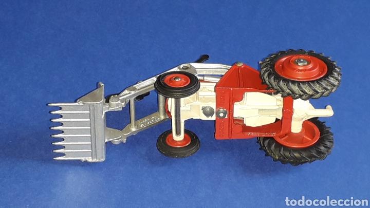 Coches a escala: Tractor Massey Ferguson 65 Shovel ref. 53, esc. 1/43, Corgi Toys. Original años 50-60. - Foto 11 - 153744142