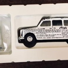 Coches a escala: CORGI. NEWSPAPER TAXI & FIGURE. THE BEATLES COLLECTION. EN SU CAJA. Lote 194831340