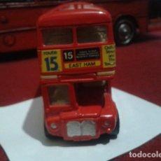 Coches a escala: BUS LONDON CORGI 469 TOYS. MADE IN GT. BRITAIN AUTOBUS DOS PLANTAS INGLES DE METAL RUTA 15 NUEVO. Lote 199181443