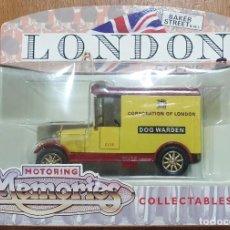 Coches a escala: MOTORING MEMORIES COLLECTABLES LONDON SCENE DOG WARDEN 1/43. Lote 229423050