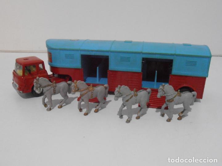 CAMION CON CABALLOS, CIRCUS CORGI, CHIPPERFIELDS CIRCUS BEDFORD TRUCK, MADE IN GREAT BRITAIN (Juguetes - Coches a Escala 1:43 Corgi Toys)