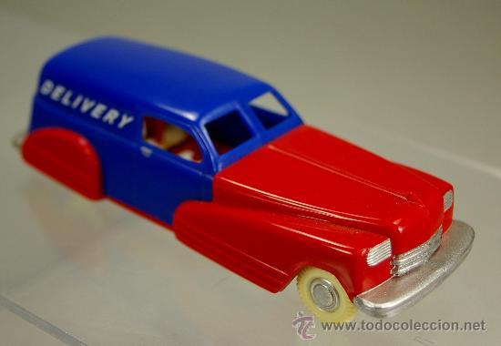 DELIVERY CAR American Car- PLASTIC CARS USA DIMESTORE DREAMS 2000 - Escala  1/43 NUEVO EN SU CAJA