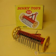 Coches a escala: 324 HAY RAKE WITH ITS ORIGINAL BOX. DINKY TOYS AÑOS 1950-60. Lote 28916103