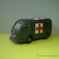 Model Cars - FURGONETA AMBULANCIA MILITAR RENAULT GOULETTE DE DINKY TOYS. - 28809022