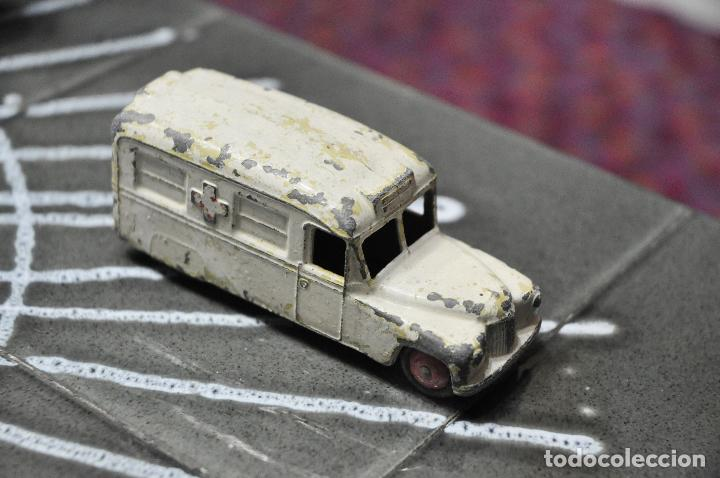 DINKY TOYS AMBULANCIA (Juguetes - Coches a Escala 1:43 Dinky Toys)